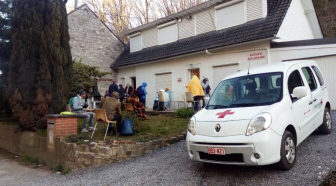 Accueil en extérieur à la Croix-Rouge de Jambes, confinement oblige